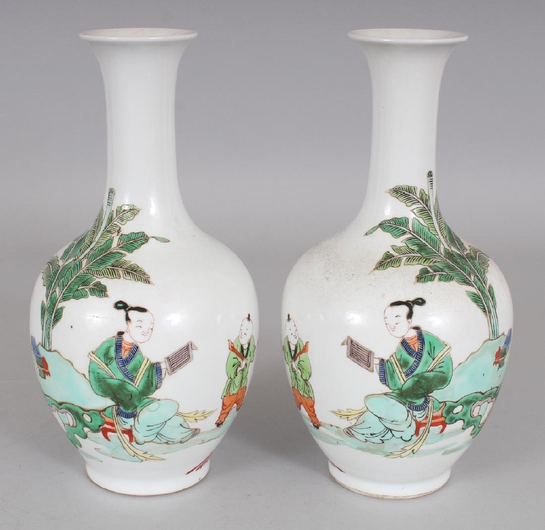 A MIRROR PAIR OF CHINESE KANGXI STYLE FAMILLE VERTE