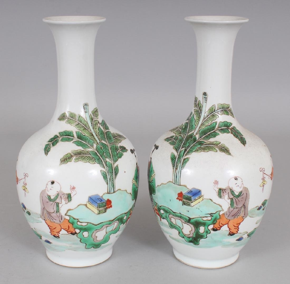 A MIRROR PAIR OF CHINESE KANGXI STYLE FAMILLE VERTE - 2