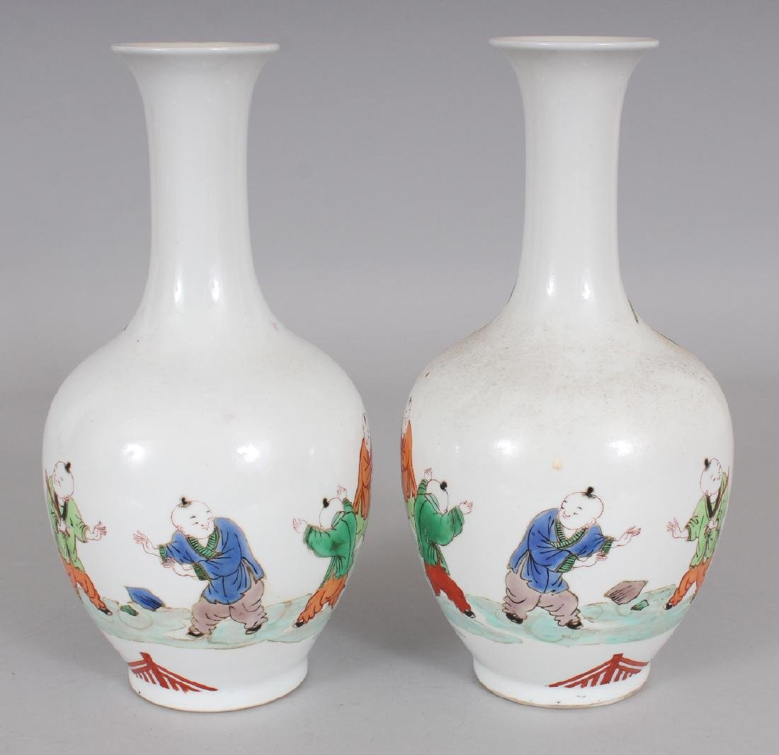 A MIRROR PAIR OF CHINESE KANGXI STYLE FAMILLE VERTE - 4