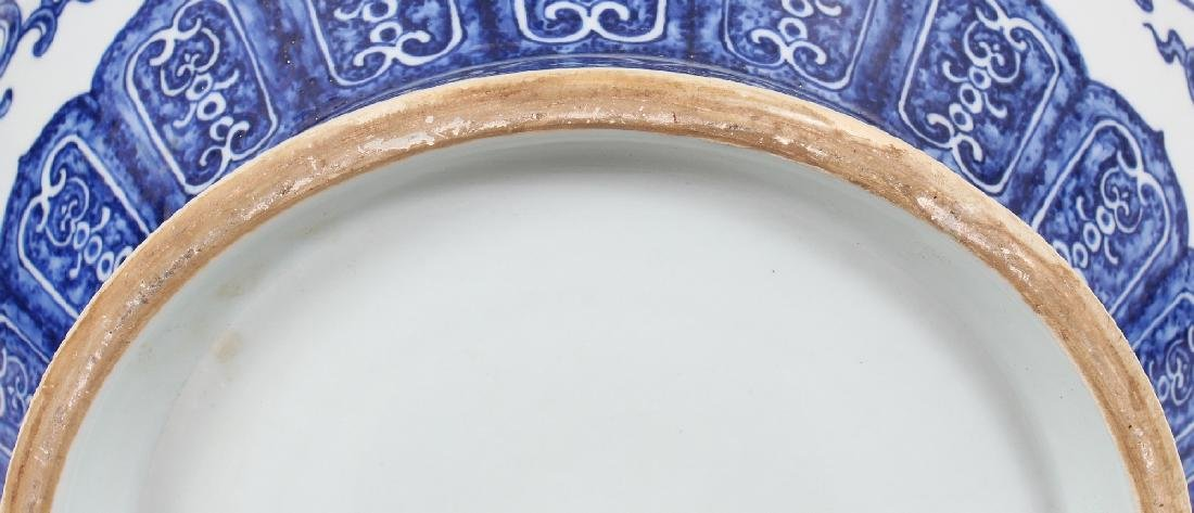 A VERY LARGE GOOD QUALITY CHINESE MING STYLE BLUE & - 10