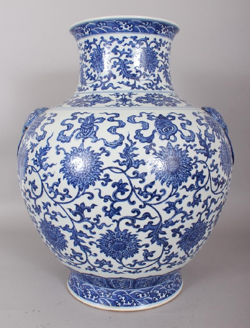 A VERY LARGE GOOD QUALITY CHINESE MING STYLE BLUE &