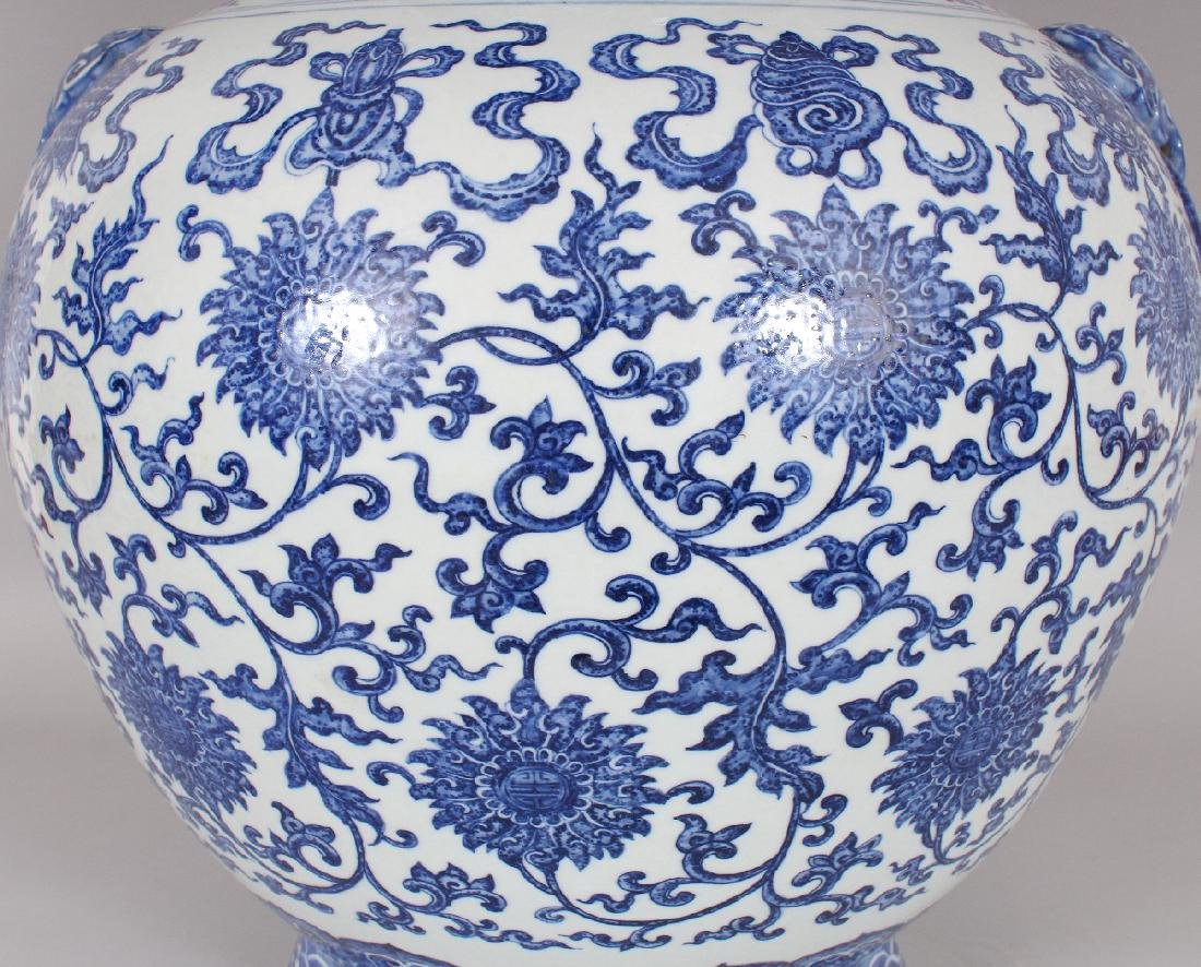 A VERY LARGE GOOD QUALITY CHINESE MING STYLE BLUE & - 5