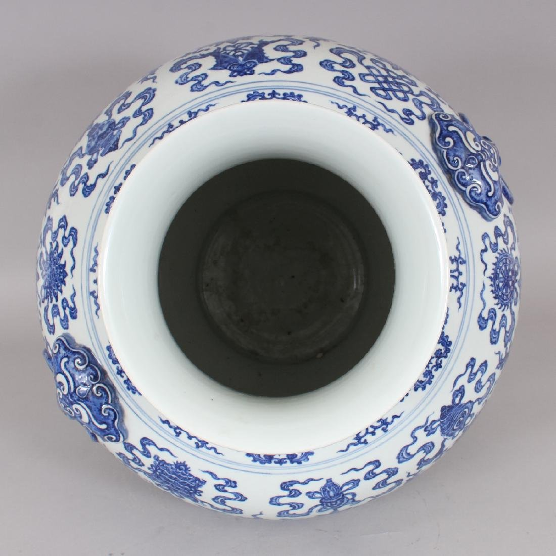 A VERY LARGE GOOD QUALITY CHINESE MING STYLE BLUE & - 7