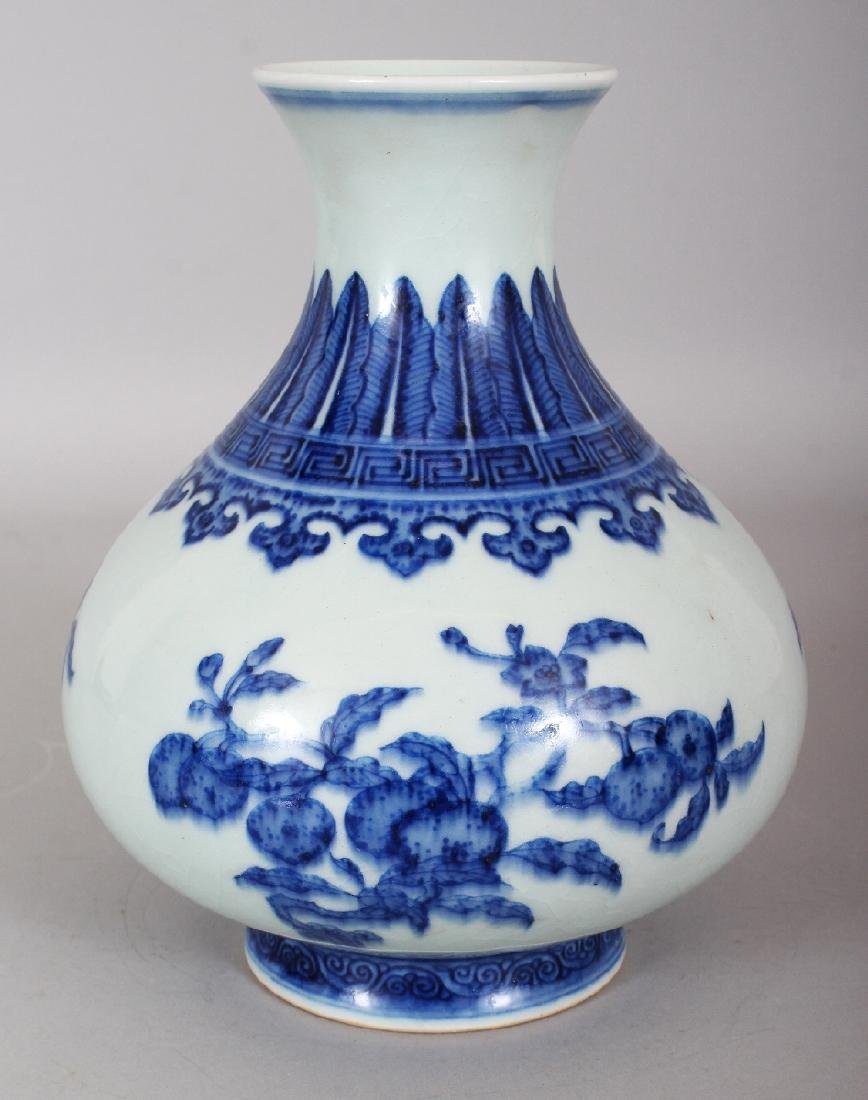 A CHINESE MING STYLE BLUE & WHITE PORCELAIN VASE, of
