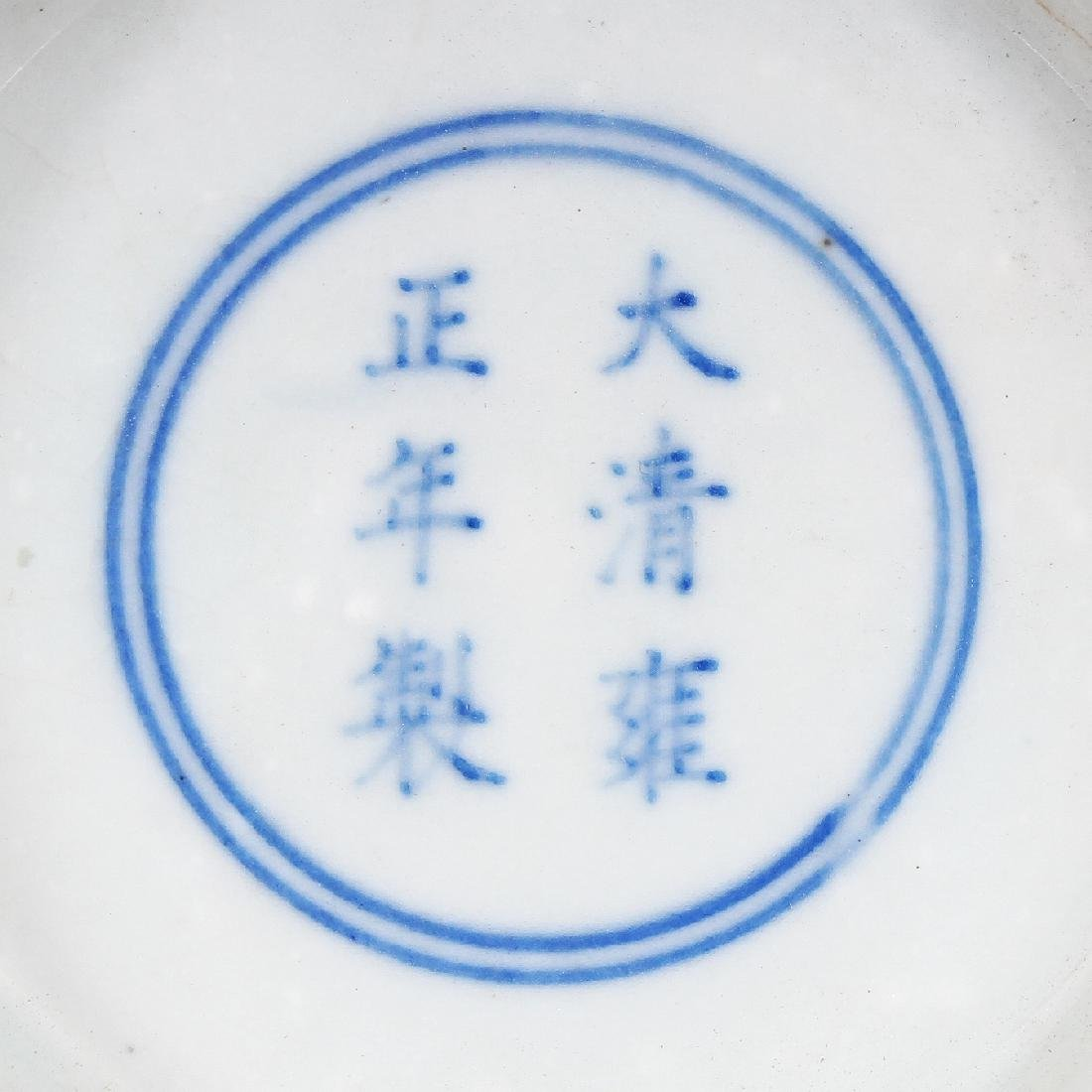 A CHINESE MING STYLE BLUE & WHITE PORCELAIN VASE, of - 6