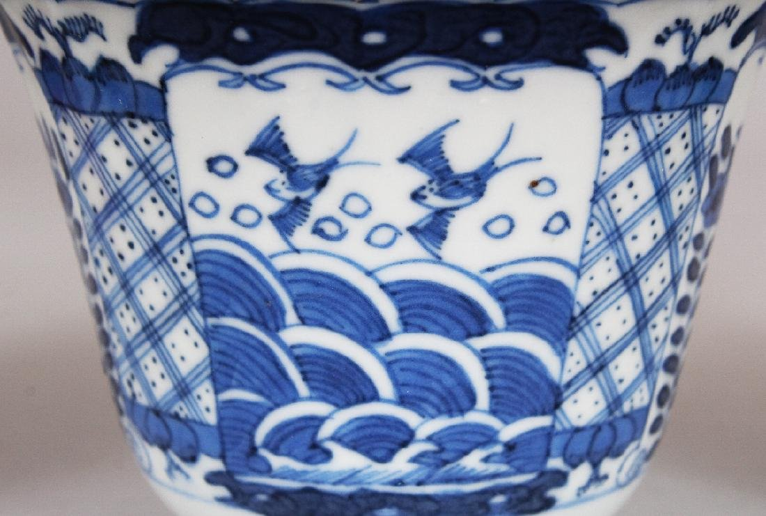 A 19TH CENTURY CHINESE BLUE & WHITE FLUTED PORCELAIN - 5