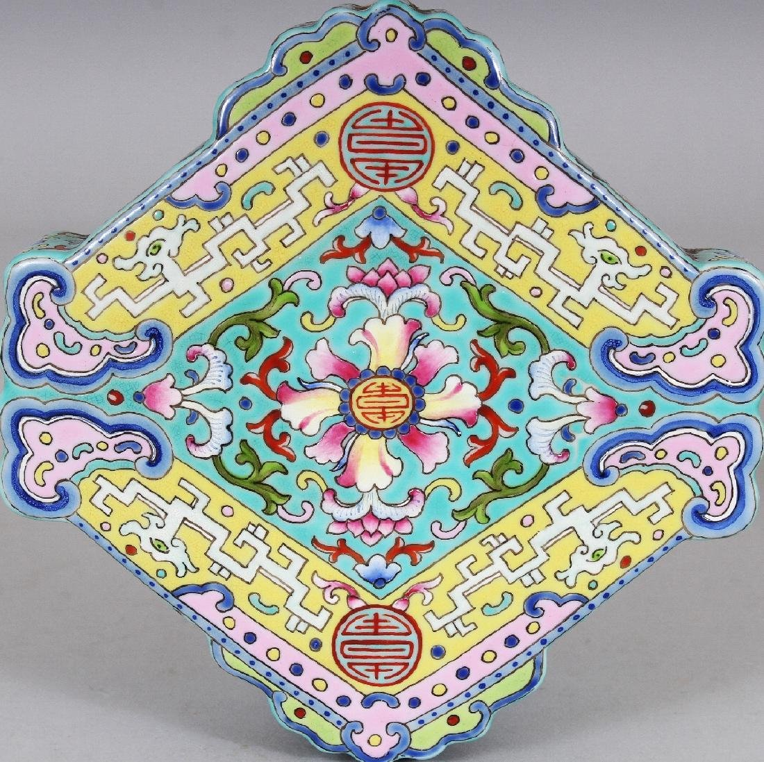 AN UNUSUAL CHINESE FAMILLE ROSE SHAPED PORCELAIN BOX & - 5
