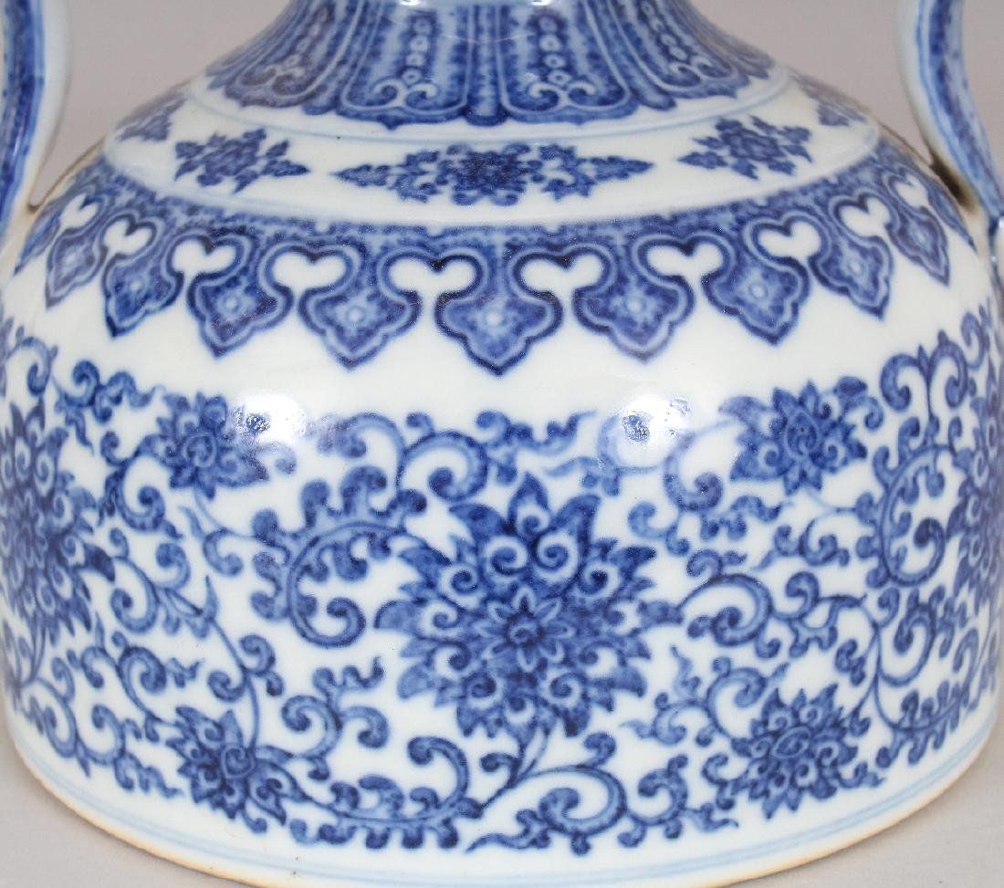 A CHINESE MING STYLE BLUE & WHITE DOUBLE HANDLED - 3