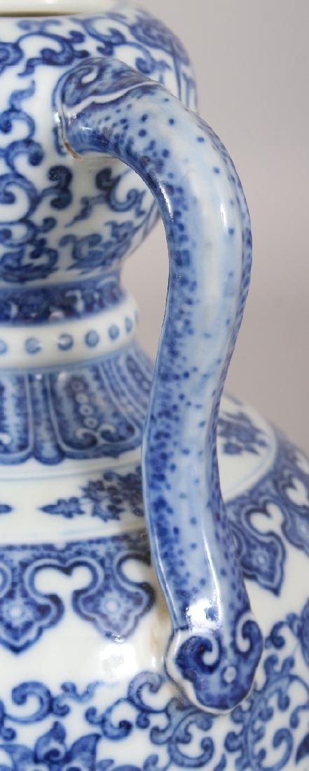A CHINESE MING STYLE BLUE & WHITE DOUBLE HANDLED - 4