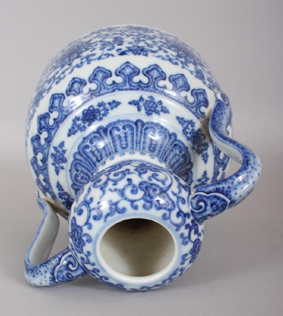A CHINESE MING STYLE BLUE & WHITE DOUBLE HANDLED - 5