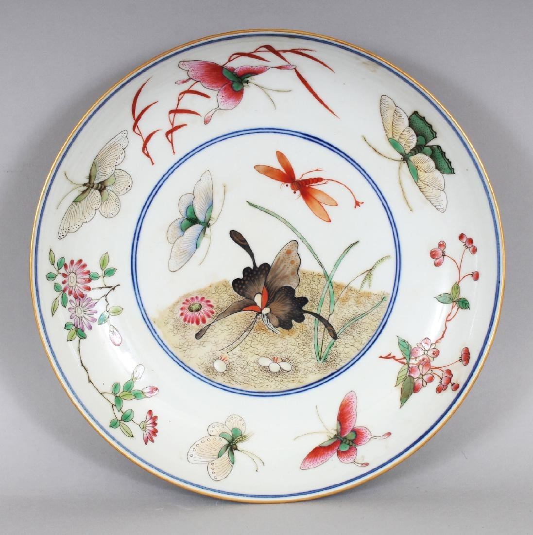 A CHINESE FAMILLE ROSE PORCELAIN BUTTERFLY SAUCER DISH,