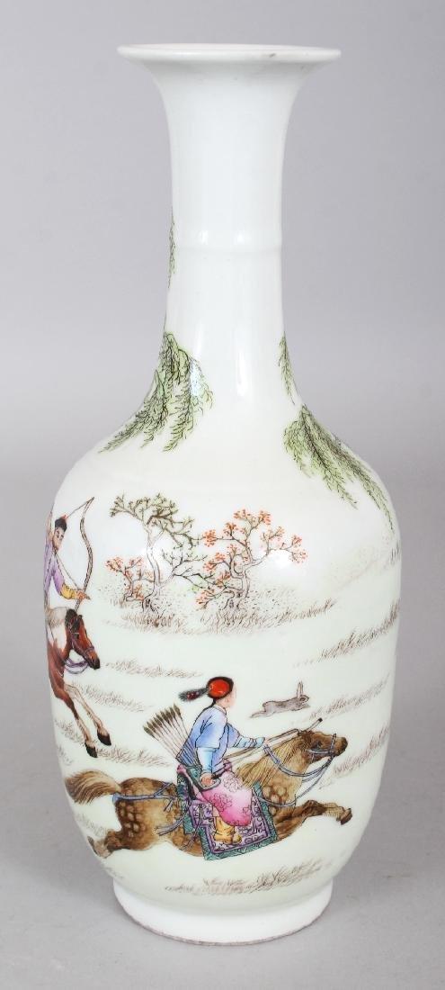 A CHINESE FAMILLE ROSE PORCELAIN BOTTLE VASE, decorated - 4