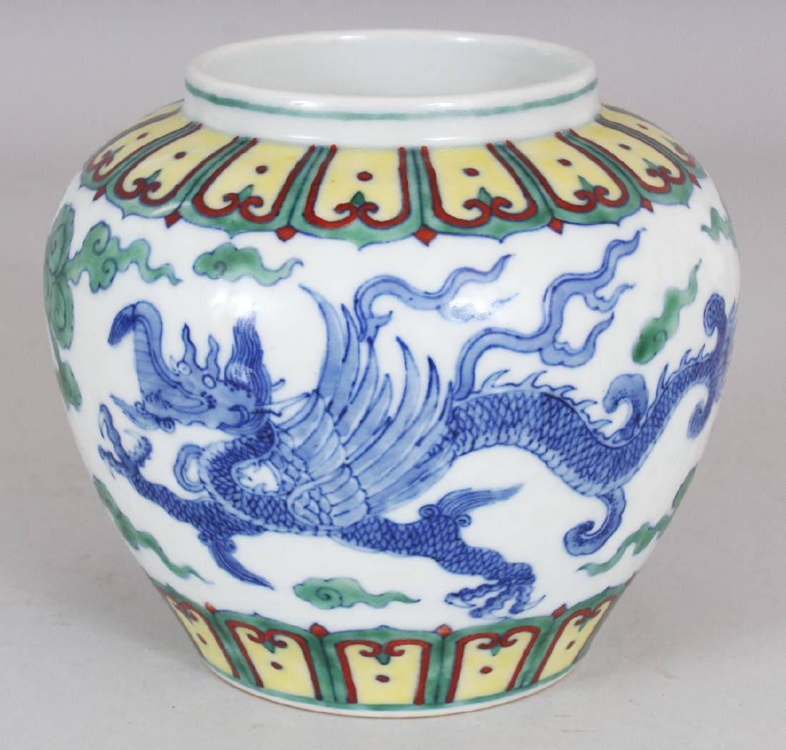 A CHINESE MING STYLE DOUCAI PORCELAIN DRAGON JAR, the