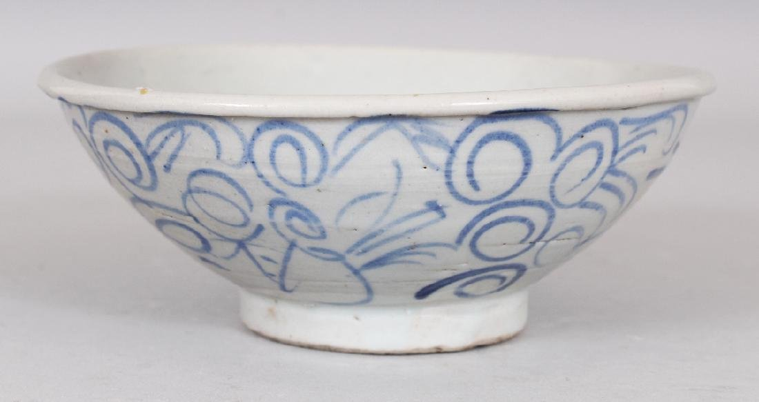 AN 18TH/19TH CENTURY CHINESE BLUE & WHITE PROVINCIAL - 2