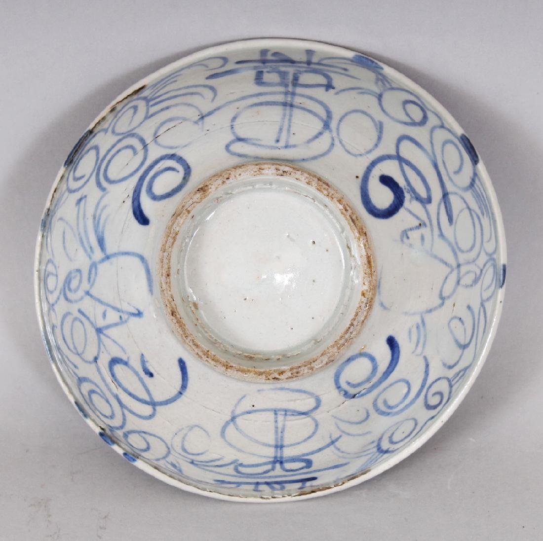 AN 18TH/19TH CENTURY CHINESE BLUE & WHITE PROVINCIAL - 4