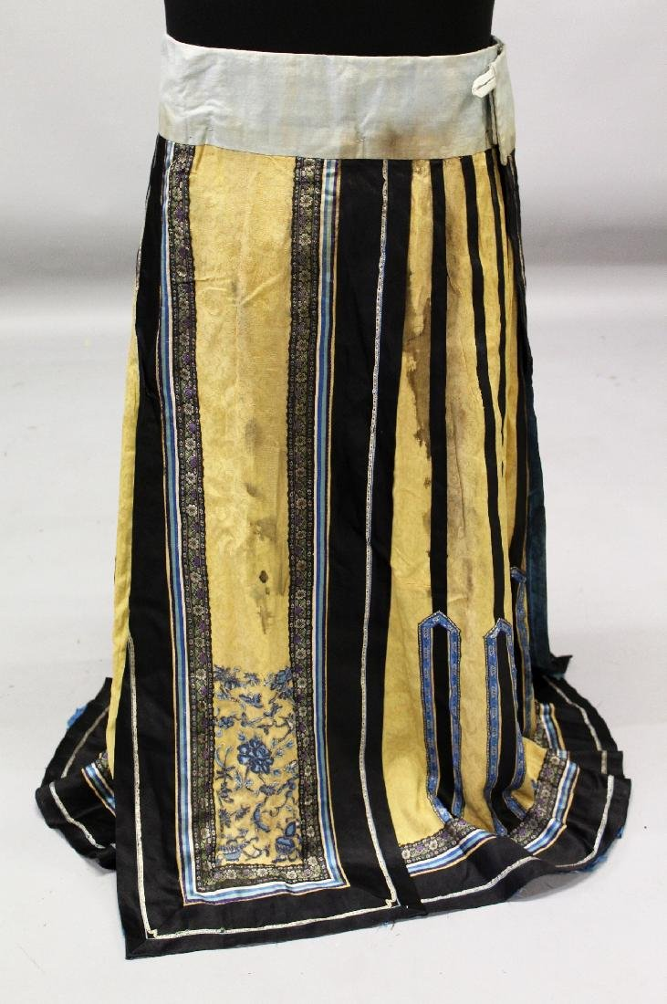A 19TH CENTURY CHINESE YELLOW GROUND EMBROIDERED SILK