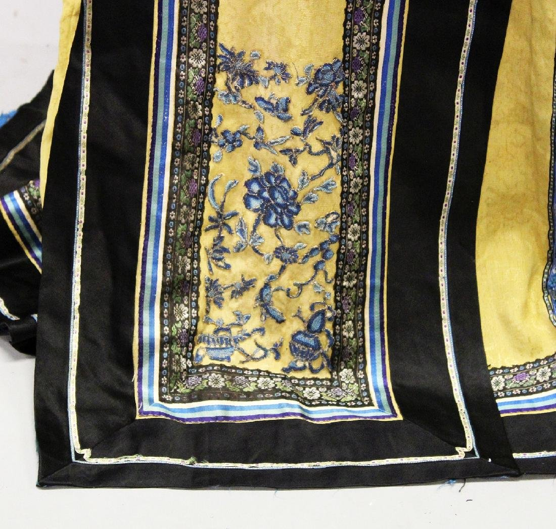 A 19TH CENTURY CHINESE YELLOW GROUND EMBROIDERED SILK - 2