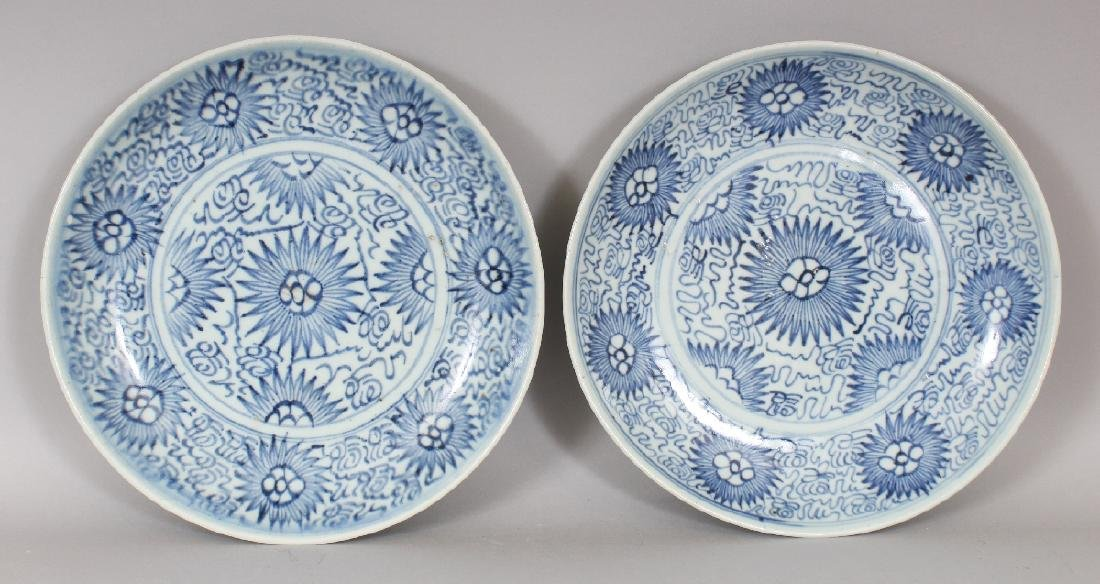 A PAIR OF 18TH/19TH CENTURY CHINESE BLUE & WHITE