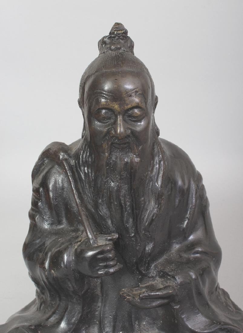 A CHINESE BRONZE FIGURE OF A SEATED SAGE, bearing a fly - 5