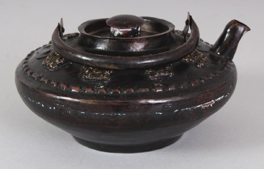 A TIBETAN BRONZED COPPER KETTLE & COVER, with swing - 3