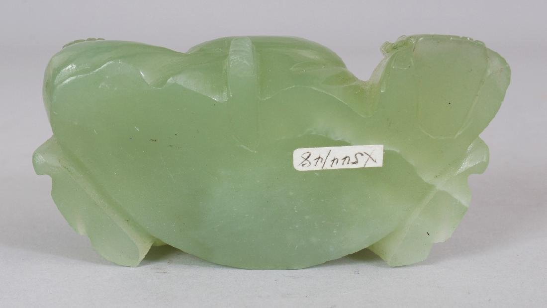 A 20TH CENTURY CHINESE CELADON GREEN BOWENITE CARVING - 6