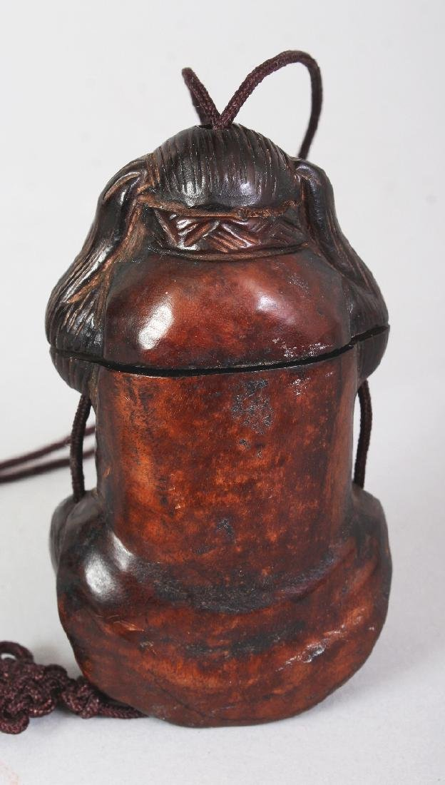 A JAPANESE CARVED WOOD MONKEY FORM ONE-CASE INRO, 3.1in - 4