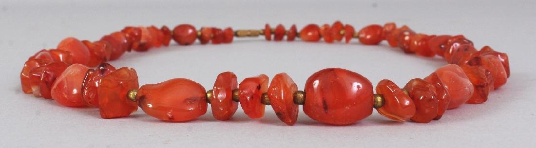 AN AGATE NECKLACE, composed of irregularly formed beads - 2