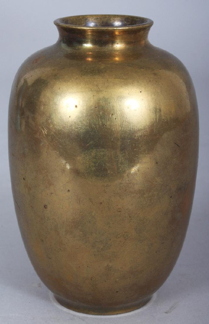 A SMALL EARLY 20TH CENTURY SIGNED JAPANESE MIXED METAL - 2