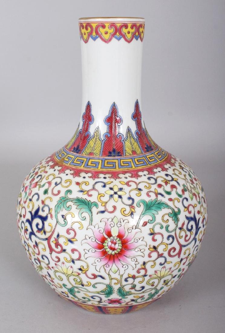 A CHINESE FAMILLE ROSE PORCELAIN BOTTLE VASE, decorated