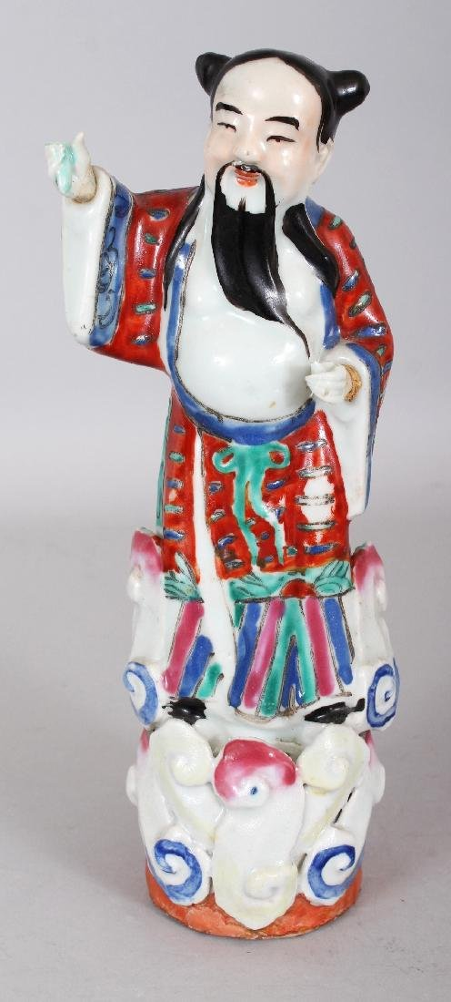 A 20TH CENTURY CHINESE FAMILLE ROSE PORCELAIN FIGURE OF