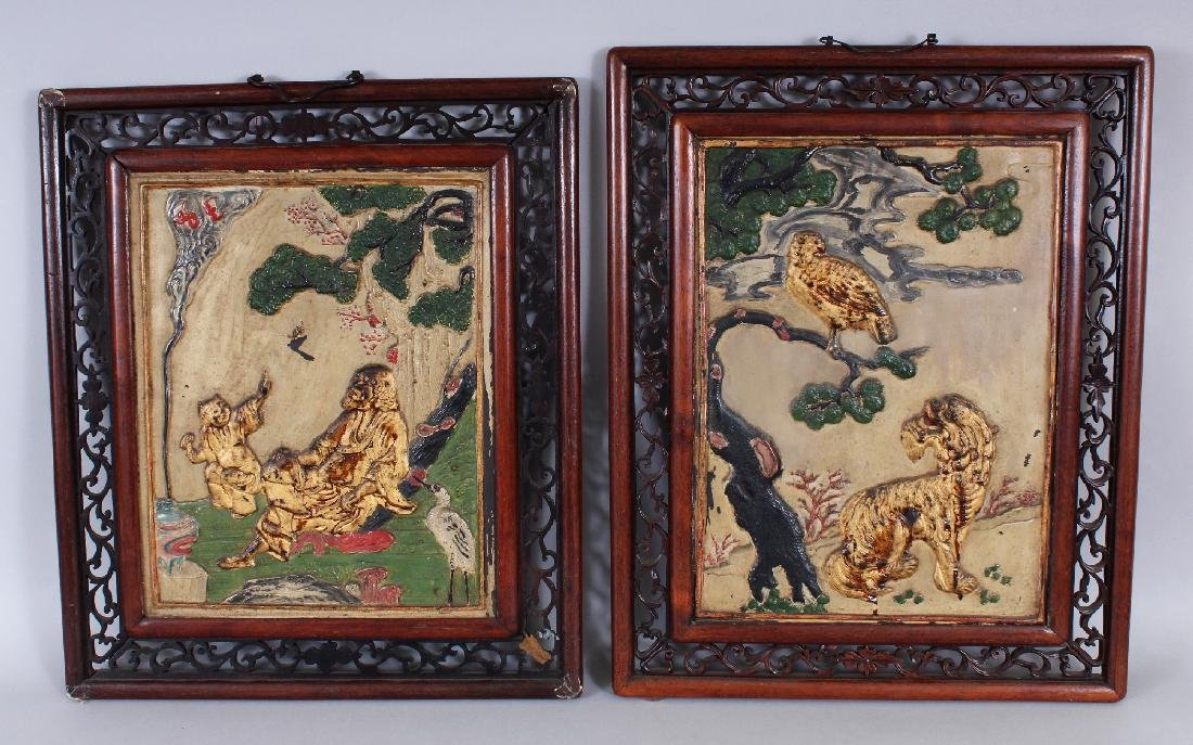 A NEAR PAIR OF EARLY 20TH CENTURY CHINESE PAINTED