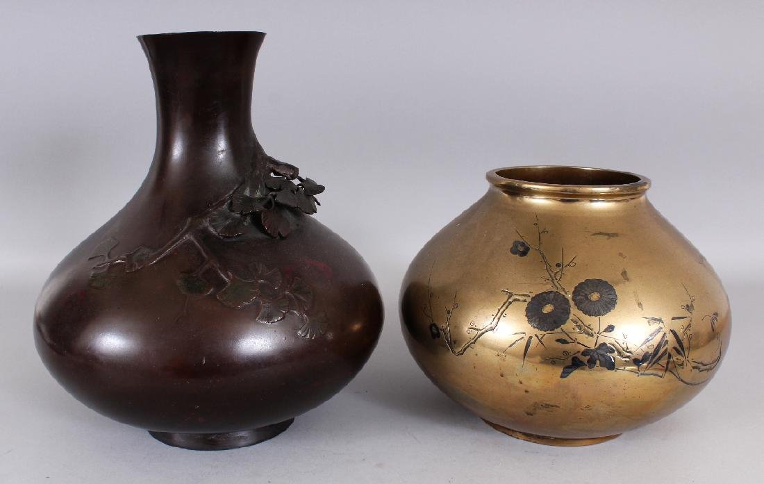 A LARGE SIGNED JAPANESE MEIJI PERIOD BRONZE VASE,