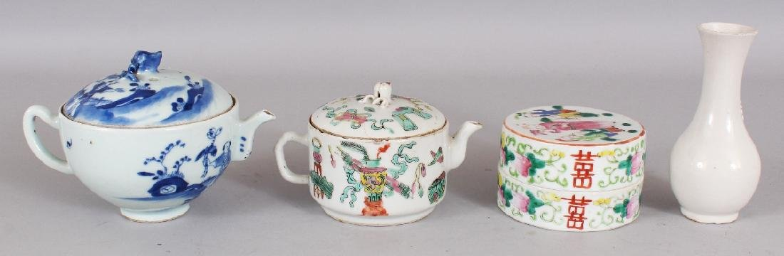 A 19TH CENTURY CHINESE BLUE & WHITE PORCELAIN TEAPOT & - 2