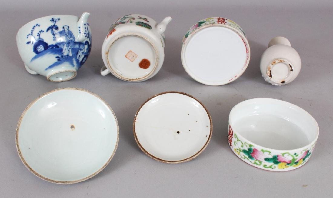 A 19TH CENTURY CHINESE BLUE & WHITE PORCELAIN TEAPOT & - 8