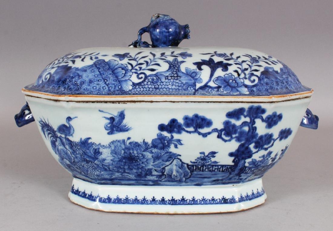 AN 18TH CENTURY CHINESE QIANLONG PERIOD BLUE & WHITE - 2