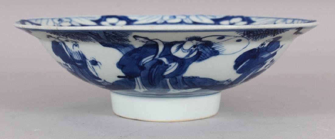 A 19TH CENTURY CHINESE BLUE & WHITE PORCELAIN BOWL, of