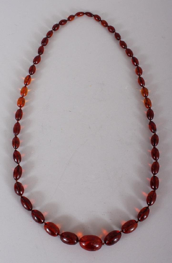 AN AMBER NECKLACE, weighing approx. 80.5gm, composed of