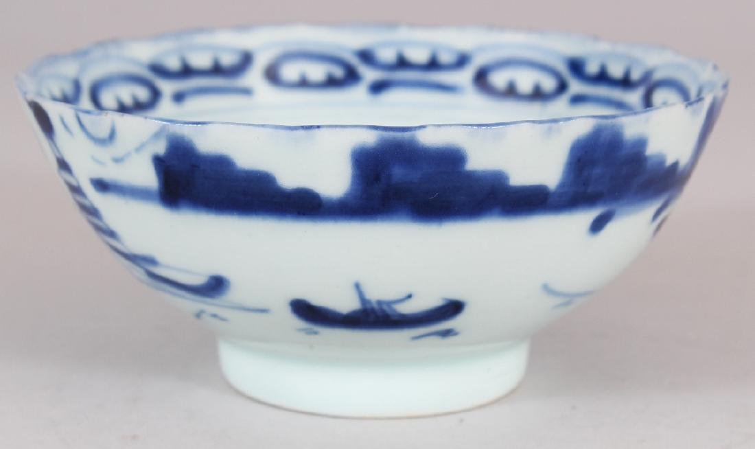 A SMALL 19TH CENTURY CHINESE BLUE & WHITE PROVINCIAL - 2