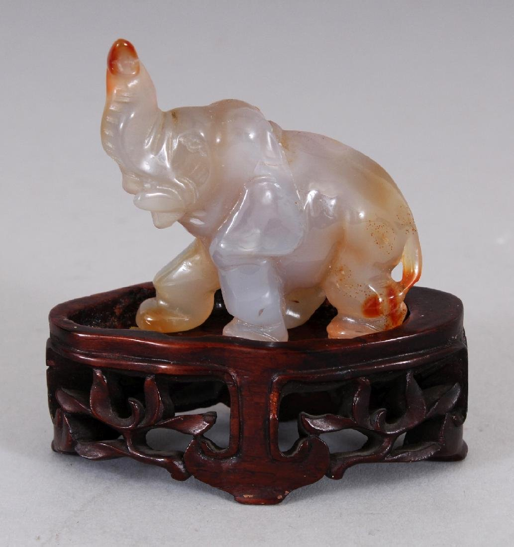 A SMALL 20TH CENTURY CHINESE AGATE MODEL OF AN