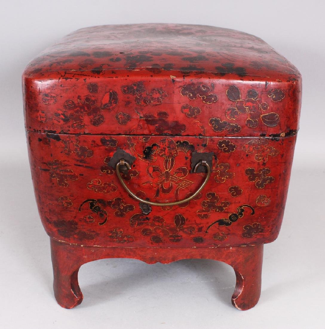 A 19TH CENTURY CHINESE RED GROUND LACQUERED WOOD BOX ON - 3