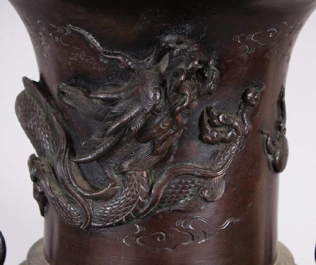 A LARGE JAPANESE MEIJI PERIOD BRONZE VASE, the neck - 3
