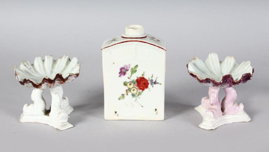 AN 18TH CENTURY GERMAN PORCELAIN TEA CANISTER painted