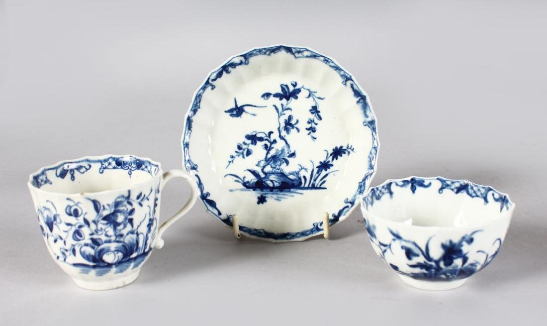 AN 18TH CENTURY WORCESTER TEA BOWL, COFFEE CUP AND