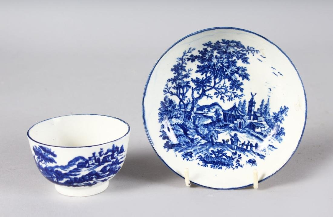 AN 18TH CENTURY WORCESTER TEA BOWL AND SAUCER printed