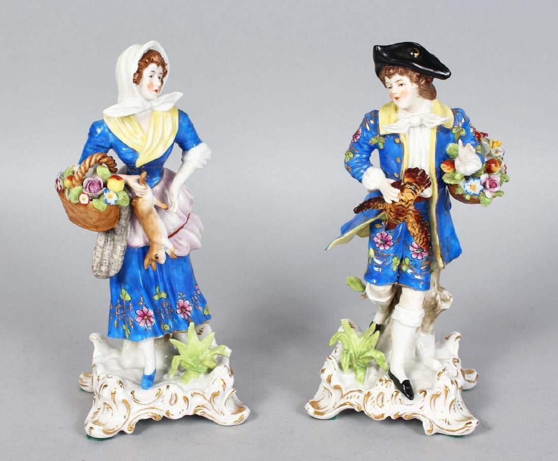 A PAIR OF SAMSON CHELSEA FIGURES OF A GALLANT AND LADY,
