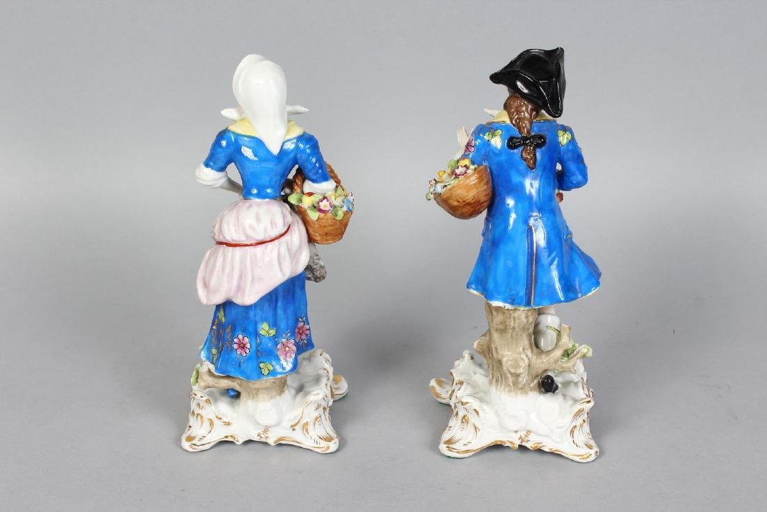 A PAIR OF SAMSON CHELSEA FIGURES OF A GALLANT AND LADY, - 2