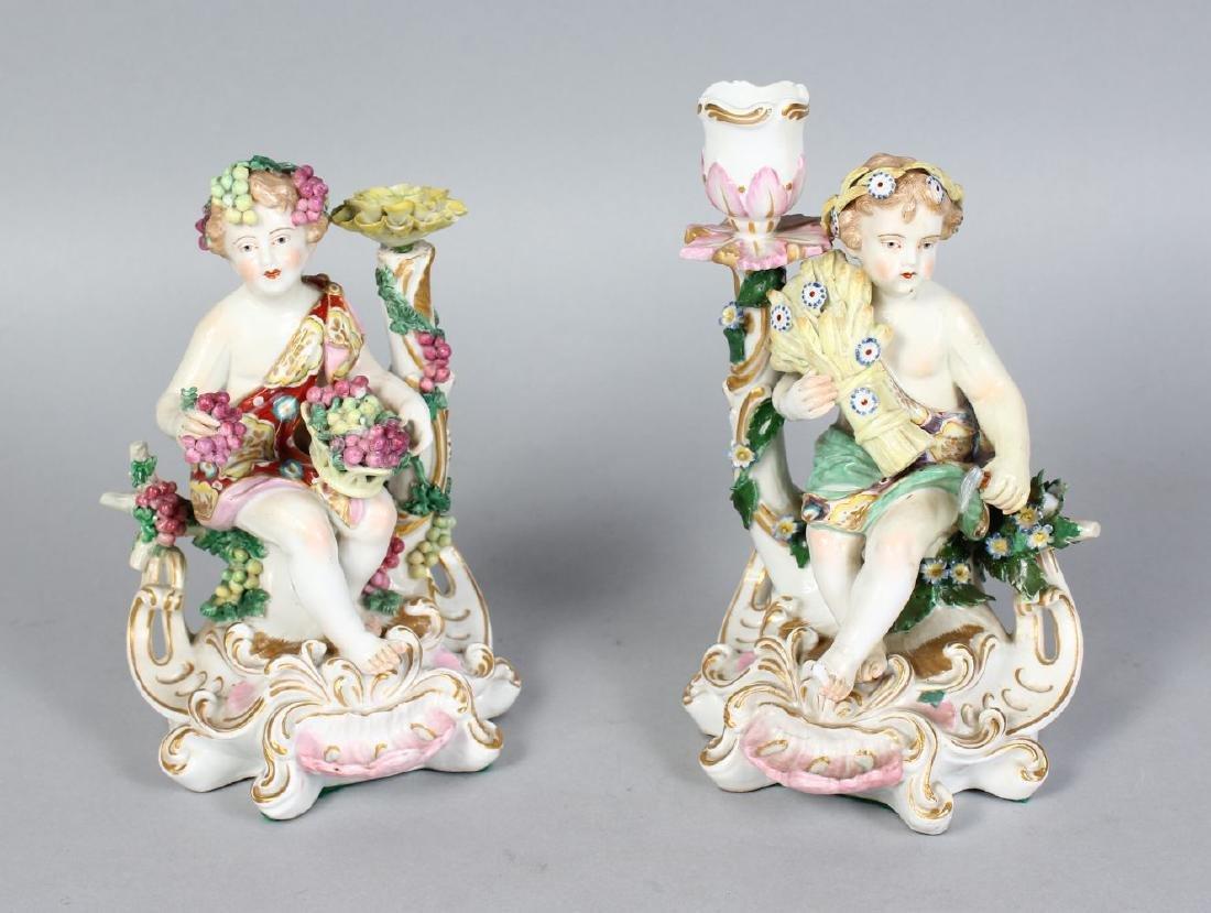 A PAIR OF SAMSON OF PARIS CHELSEA FIGURES OF CUPIDS,