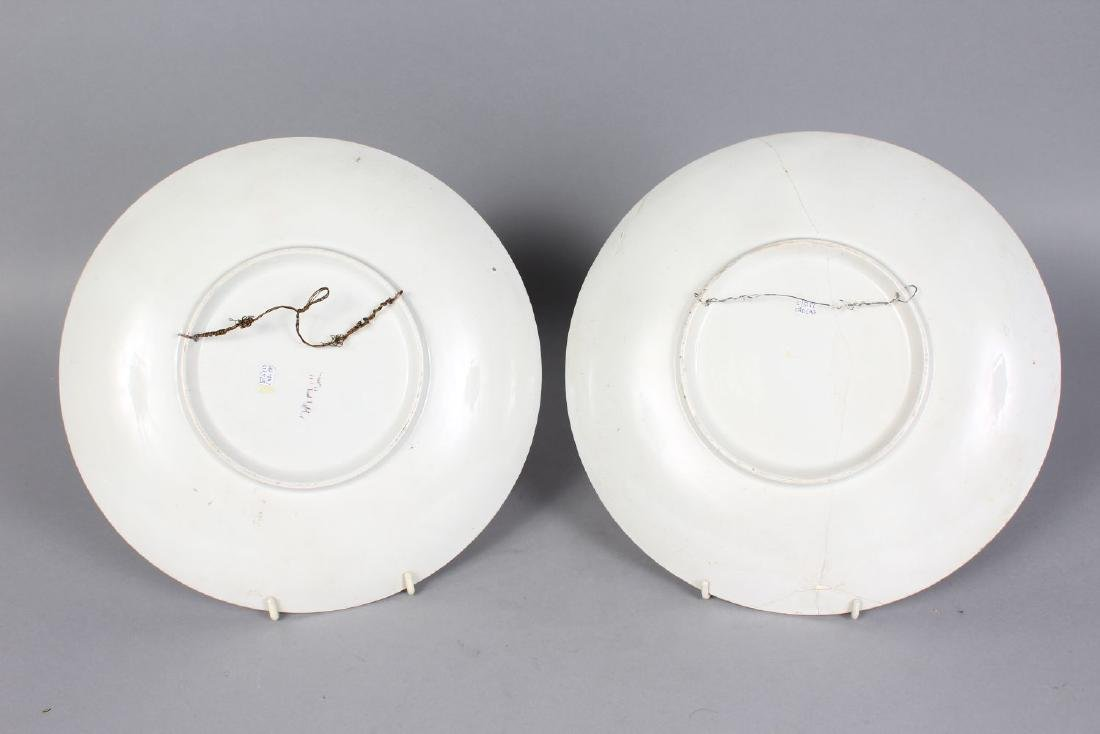 A PAIR OF CONTINENTAL PORCELAIN CLASSICAL CIRCULAR - 2
