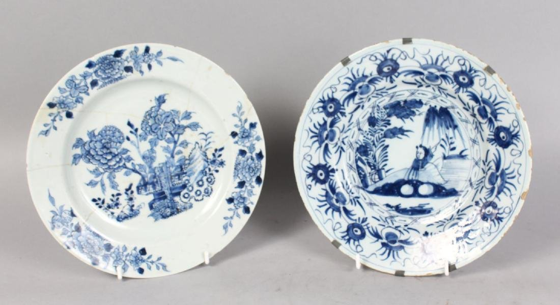 AN 18TH CENTURY DELFT BLUE AND WHITE TIN GLAZE PLATE,