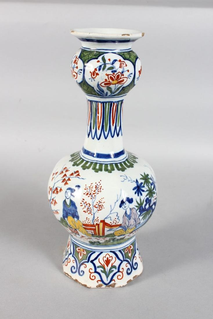 A DELFT TIN GLAZE BULBOUS VASE decorated with Chinese - 2